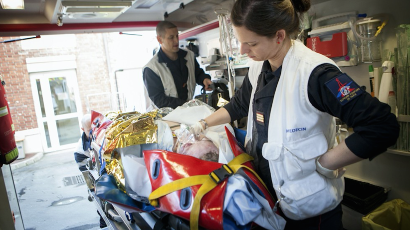 pogotowie, Francja, służby ratunkowe, kamizelki kuloodporne, medycyna, Nicea, Lazurowe Wybrzeże, karetka pogotowia, pacjent, wypadek