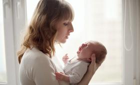 Kolka niemowlęca dotyka dzieci od 2. tygodnia życia i może trwać okresowo nawet przez pół roku
