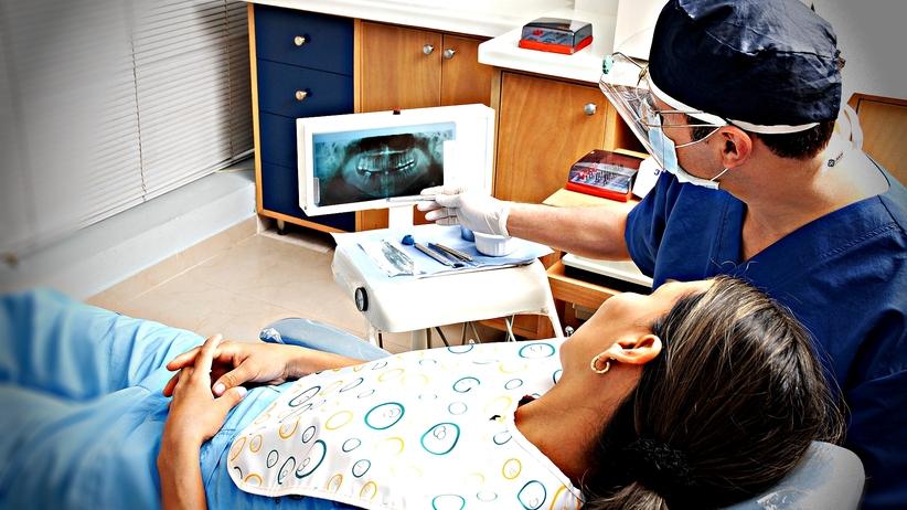 Czesi leczą niepełnosprawnym Polakom zęby. Płaci za to NFZ