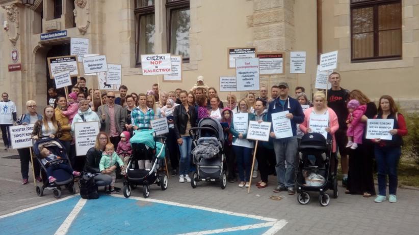 Ograniczenie praw rodzicielskich za nieszczepienie dzieci? Rusza kontrowersyjny proces