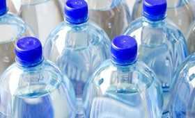 Woda butelkowana to pic na wodę. Czym różni się od kranówki?