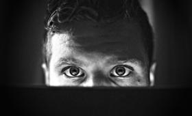 Czy od pornografii można się uzależnić? Mężczyznom łatwiej wpaść w nałóg