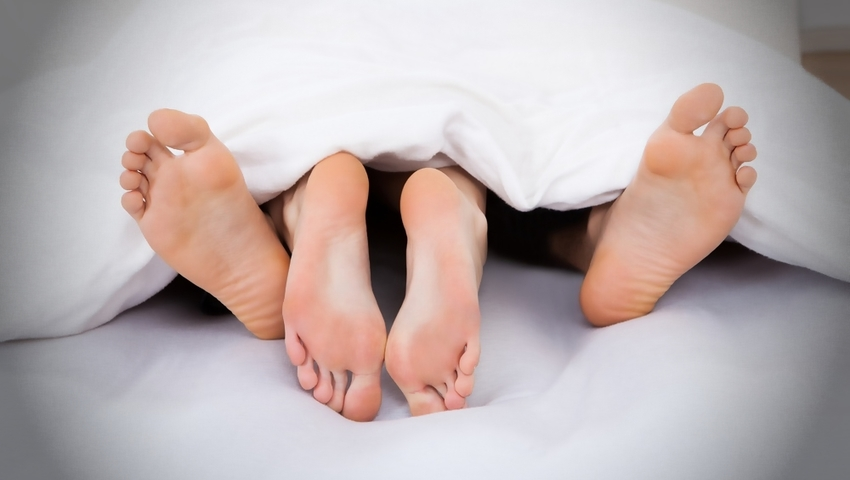 Kontuzje mogą się zdarzyć nawet... w łóżku! Najbardziej niebezpieczne pozycje