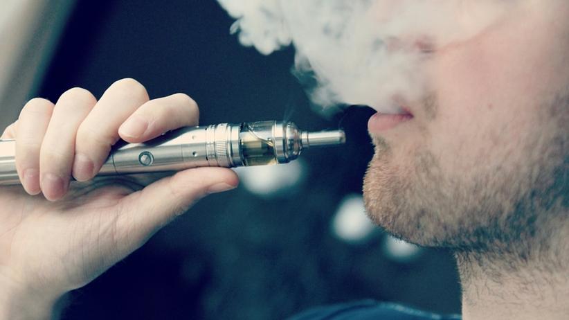 Nowe badania. Czy aromatyzowane e-papierosy są szkodliwe?