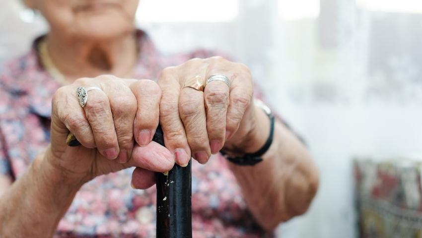 Starsza kobieta - samotność