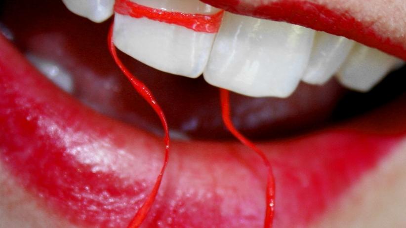 Piękny biały uśmiech –  jak mądrze wybielać zęby