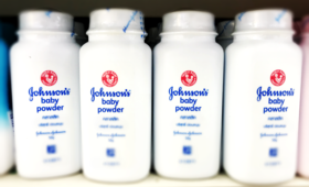Johnson & Johnson: historyczne odszkodowanie za rakotwórczy puder, talk, rak jajnika