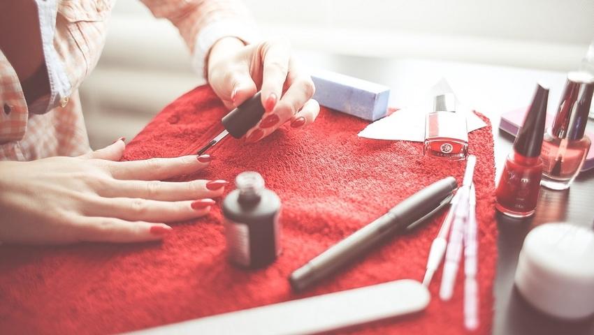 Czy lakier do paznokci może Ci szkodzić? Badania pokazują, że tak