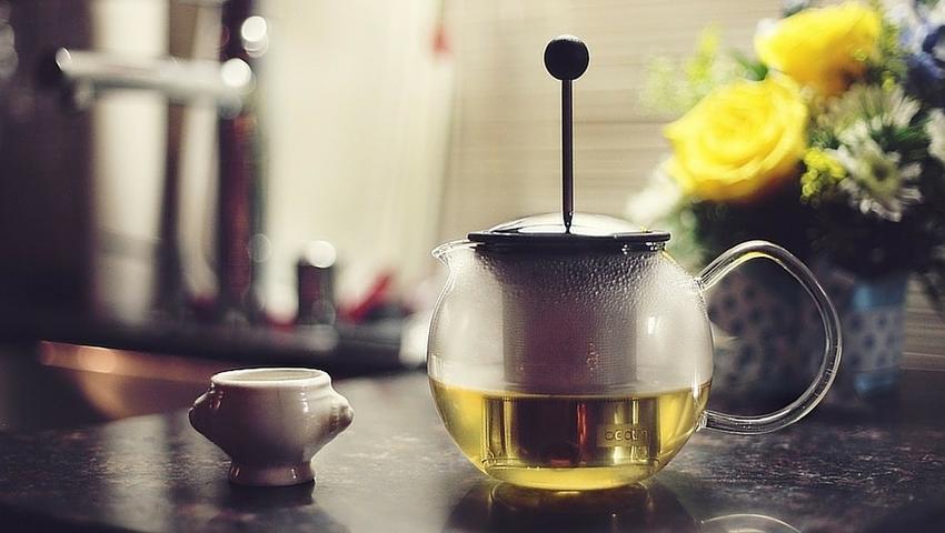 Domowe maseczki z zielonej herbaty dla różnych typów cery