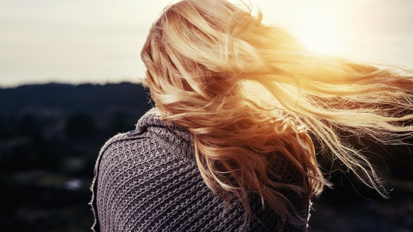 5 nasion, dzięki którym włosy będą jedwabiście gładkie