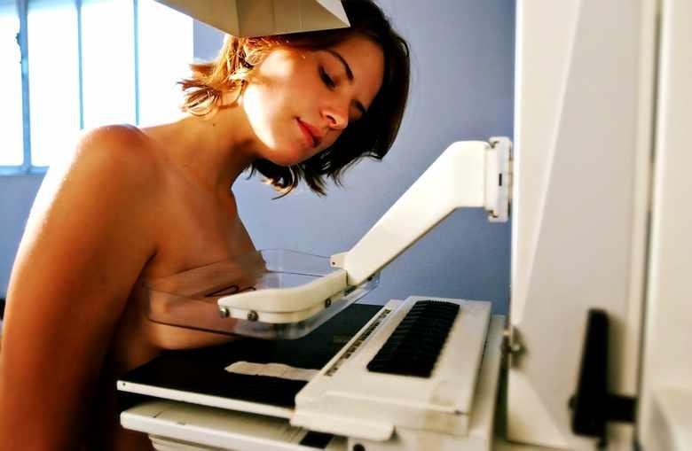 Mammografia – jedyny sposób na wykrycie nowotworu piersi?