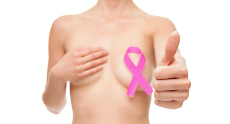 PORADNIK: Jak prawidłowo wykonać samobadanie piersi?