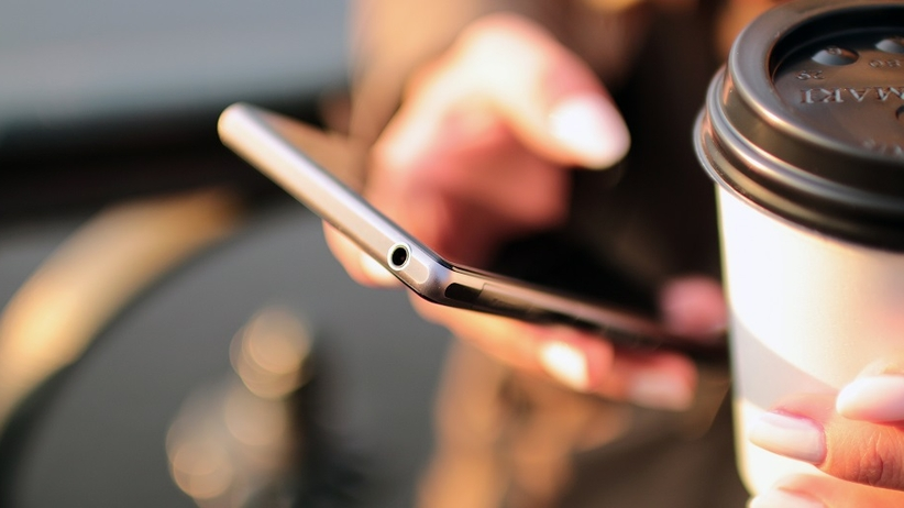 Na co możesz zachorować używając smartfona? Sprawdź!