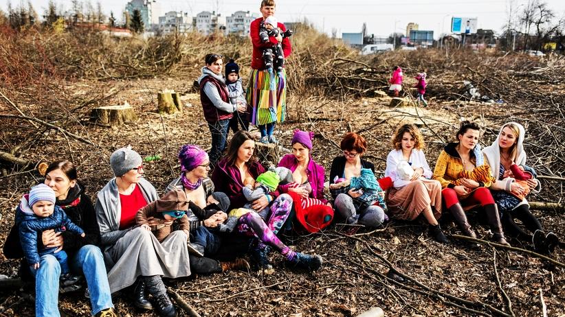 Matki Polki karmiąc piersią bronią Matki Natury. Nietypowy protest
