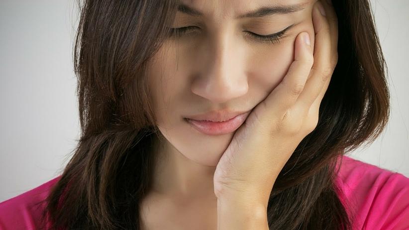 Domowe sposoby na ból zęba. Uśmierz go naturalnie