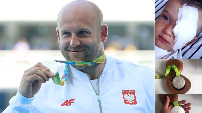 Piotr Małachowski przekazał medal olimpijski, by pomóc choremu chłopcu