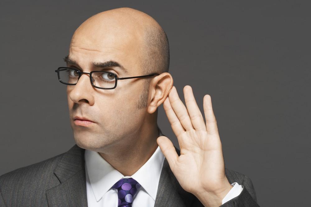 Każdy prezes musi dbać o swoje uszy. Których kropli do uszu unikać?