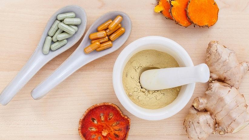 Zapytaj farmaceutę: Po jakie suplementy diety warto sięgnąć?
