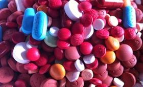 Wykupił firmę farmaceutyczną i podniósł cenę leku o 5000 procent!